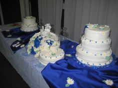 Daisy Stream Wedding Cake