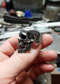 Voici ce que je viens d'ajouter dans ma boutique #etsy : Bague skull grand modèle http://etsy.me/2jHbUm6