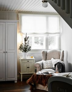 A cozy corner Cottage Living, Cozy Cottage, Country Living, Living Spaces, Living Room, Up House, Cozy Corner, Christmas Home, Primitive Christmas