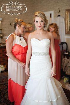 Beautiful bride:: @ Vintage Villas:: Lake Travis:: fall wedding:: Bella Bee Photography