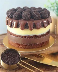SEXTA FEIRAAAAAAAAA!!!!!!! Se for com naked cake #chocolatissima aí é perfeição pura!!! 😍😍😍 Um ótimo final de semana, gente! ♥️… Cake Recipes, Dessert Recipes, Desserts, Bolos Naked Cake, Mini Tortillas, Candy Cakes, Cupcakes, Food Gifts, Beautiful Cakes