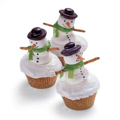 Snowman cupcake!  Yes, I have a snowman fetish LOL