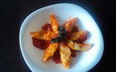 Ravioli sardi - La ricetta dei ravioli sardi è tipica della zona di Ogliastra, in Sardegna. Sono anche noti con il nome di culurgiones: ravioli di semola di grano duro con un ripieno di patate bollite, pecorino sardo e menta.