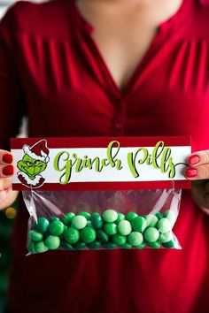 GRINCH PILLS | CHRISTMAS GIFTS AND FREE PRINTABLES | 6 of the easiest Christmas gifts ever! These candies/treats are put in a snack-size ziplock bag and you can staple on the FREE printable bag toppers! chelseasmessyapron.com