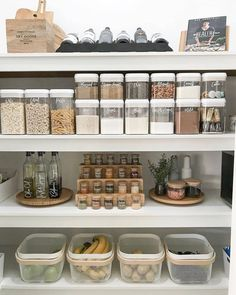 These clever kitchen pantry organization hacks will save your food from the deadline. Get some ideas for your pantry closet organization here. – Experience Of Pantrys Kitchen Organization Pantry, Home Organisation, Diy Kitchen Storage, Organized Pantry, Diy Storage, Storage Hacks, Pantry Ideas, Smart Storage, Organised Home