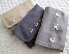Embroidery Purse, Floral Embroidery Patterns, Hand Embroidery Stitches, Hand Embroidery Designs, Ribbon Embroidery, Cross Stitch Embroidery, Pencil Bags, Embroidered Clothes, Needlework