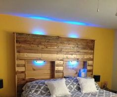 Top Pallet Projects | Pallet Headboard With Lights