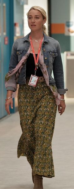 Another style direction - long floral skirt and lots of layers, jewellery, scarves. Fashion Tv, Retro Fashion, Boho Fashion, Fashion Beauty, Boho Outfits, Pretty Outfits, Cute Outfits, Fashion Outfits, Style Inspiration