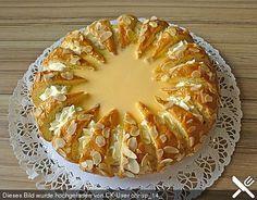 Raffinierte Eierlikörtorte Refined eggnog cake, a popular recipe from the cakes category. Easter Recipes, Dessert Recipes, Eggnog Cake, German Cake, Austrian Recipes, Torte Cake, International Recipes, Popular Recipes, Cakes And More