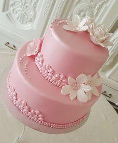Purppurahelmen juhla- ja  fantasiakakut: Rippikakku tytölle Vanilla Cake, Desserts, Cakes, Food, Postres, Cake Makers, Deserts, Mudpie, Hoods