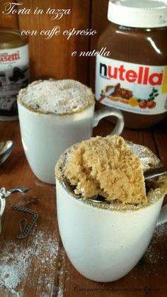 Quando la mattina diventa difficile alzarsi e affrontare la giornata con il piede giusto, la torta in tazza con caffè espresso e nutella è perfetta per darci la carica giusta.