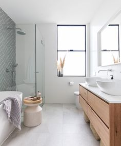 10 Small Bathroom Ideas Photo Gallery 2020 Bathroom Design Many people are now using online bathroom remodel photo galleries to find photos of their bathrooms before anything is done. People today want a bathr. Bathroom Windows, Wood Bathroom, Grey Bathrooms, Bathroom Flooring, Small Bathroom, Bathroom Ideas, Bathroom Modern, Modern Shower, Tile Flooring