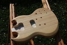Maris erste selbstgestaltete Gitarre