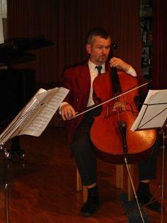 Uetikon am See - Balthasar unterrichtet Violoncello
