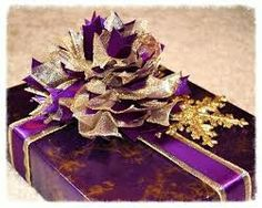 Purple Wrapping Paper Bows, Gift Wrapping, Wrapping Ideas, Christmas Wrapping, Wraps, Candy, Chocolate, Purple, Pretty