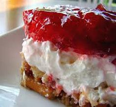 Weight Watchers Recipes, Delicious Strawberry Pretzel Salad Recipe Adapted For The Weight Watchers Diet Plan. Weight Watchers Recipe For Strawberry Pretzel Salad And Only 3 Weight Watchers Points Plus Per Serving. Weight Watcher Desserts, Plats Weight Watchers, Weight Watchers Points Plus, Weight Watchers Diet, Cherry Recipes Weight Watchers, Weigh Watchers, Weight Watchers Breakfast, No Calorie Foods, Low Calorie Recipes