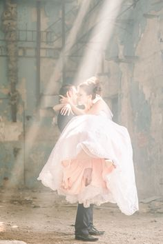 Romantic wedding pose groom carrying bride in sun rays Wedding Poses, Wedding Portraits, Sun Rays, Destination Wedding Photographer, Travel Around The World, Elegant Wedding, Groom, Romantic, Bride