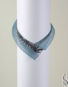 Necklace No. 10353 Light blue silk and dark silk. Price: € 44 Other color variations are in the catalog. Protected by copyright! Hairpin Lace Crochet, Wire Crochet, Crochet Edgings, Crochet Motif, Crochet Shawl, Lace Earrings, Lace Jewelry, Jewelry Tree, Bobbin Lacemaking