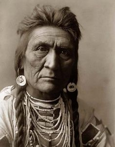 Crow Indian Warrior Here for your perusal is a collectible photograph of Wolf. It was created in 1908 by Edward S. The photograph illustrates a Head-and-shoulders portrait of Crow Warrior. Native American Pictures, Native American Beauty, Indian Pictures, Native American Tribes, Native American History, American Indians, Native Indian, Native Art, Tattoo Indio