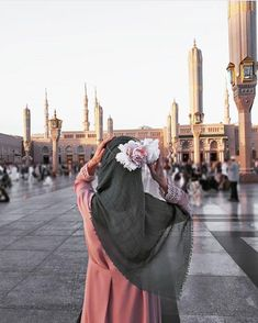 Sincerity in islam (al-ikhlas) is an act from the heart,it has a great importance, as the worshiper be sincere to allah he will gain it's fruits. Beautiful Hijab Girl, Beautiful Muslim Women, Cute Muslim Couples, Muslim Girls, Hijabi Girl, Girl Hijab, Niqab, Hijab Hipster, Modele Hijab