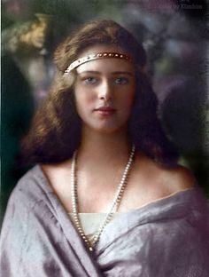 Princess Ileana of Romania. Early by klimbims European History, Women In History, Romanian Royal Family, Tsar Nicolas, Royal Families Of Europe, Art Deco Hair, Royal Jewels, Royal Royal, Kaiser