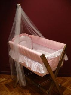 Catre Cuna Moises Para Bebe - $ 750,00 Baby Crib Bedding, Baby Bedroom, Baby Boy Rooms, Baby Cribs, Bedside Bassinet, Baby Bassinet, Baby Furniture, Doll Furniture, Cradles And Bassinets