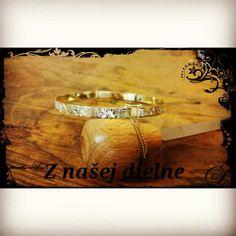 Ručne gravírovaný náramok zo žltého zlata. #naramok #zlato #sperky #vysperkujtesa #vyrobenenaslovensku #bracelet #gold #graving #fortunaaurum #instajewelry #jewerly Butcher Block Cutting Board, Bracelets, Bracelet, Arm Bracelets, Bangle, Bangles, Anklets
