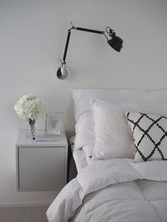 Kuistin kautta: Lomamoodi ja valkoisuudessa kylpevä makuuhuone Gray Bedroom, Closet Bedroom, Home Bedroom, Master Bedroom, Bedrooms, Beautiful Houses Interior, Scandinavian Home, My Dream Home, Room Inspiration