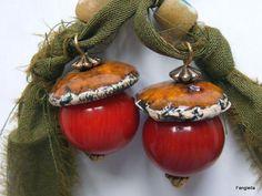 Boucles d'oreilles grosse perle de Corail rouge coupelle céramique de chez Moo…
