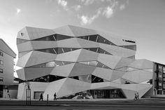 Curved surfaces and oblique lines | Architecture at Stylepark