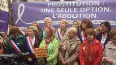 L'ancienne prostituée Rosen Hicher, militante de l'abolition de la prostitution, est arrivée dimanche à Paris au terme d'une marche de 800 kilomètres à travers la France, et devait rallier le Sénat pour réclamer l'adoption rapide de la proposition de loi qui pénalise les clients.