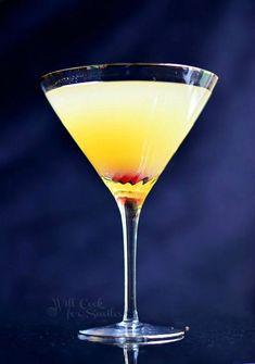 Flirtini - sparkling martini made with vanilla vodka, champagne and pineapple juice. | willcookforsmiles.com