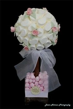 More and more crafts: Create beautiful soft-tone topiary for christening or baby shower Candy Trees, Sweet Carts, Deco Rose, Wedding Favor Table, Sweet Trees, Sugar Rose, Chocolate Fountains, Marshmallow Pops, Chocolate Bouquet