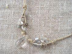http://webmaison.blogspot.com VAL Création de bijoux : colliers, sautoirs, bracelets et boucles d'oreille assorties uniques avec une large collection de belles perles. Fabrication de colliers et de sautoirs avec de la ficelle et fil naturel de lin, coton, chanvre naturel, blanc ou de couleurs.