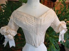 """1840 Fancy Cream Silk Ballgown Bodice Pleated Fan Front 