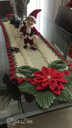 Crochet Poinsettia Flower F Crochet Motifs, Crochet Flower Patterns, Doily Patterns, Crochet Doilies, Crochet Flowers, Crochet Granny, Christmas Runner, Noel Christmas, Christmas Decorations