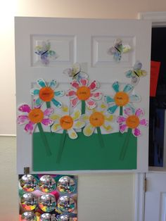 Fun and easy spring infant craft using paint or ink pads to make footprint petals :).  My infants little garden! I used the oldest in the class to make the butterflies- she loves to do crafts.