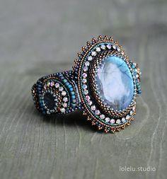 Bracelet manchette en perles broderie avec Cabochon en par LoLeLu