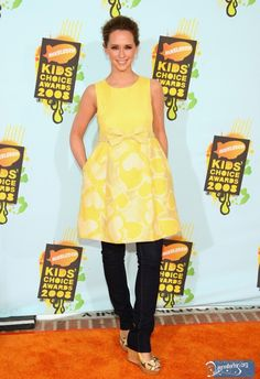 dress over jeans Black And White Prints, Black And Grey, Casual Summer Outfits, Summer Dresses, Dress Over Jeans, Kids Choice Award, Jennifer Love Hewitt, New Wardrobe, Dress Skirt