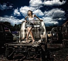 Always our house in the neighborhood! Photoshoot Concept, Photoshoot Themes, Photoshoot Inspiration, Senior Pictures, Girl Pictures, Creative Photography, Portrait Photography, Photo Shoot Tips, Junkyard Dog