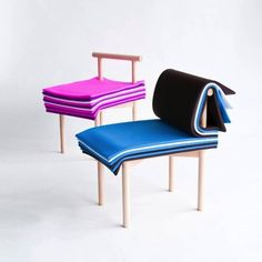 本をめくるように高さを調節できる椅子「PAGES」