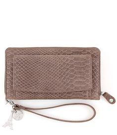 De Smart Little Bag uit de Anaconda collectie van By LouLou is een prachtige lederen portemonnee die enorm multifunctioneel in gebruik is.