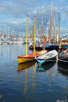 Yoles dans le port de Concarneau