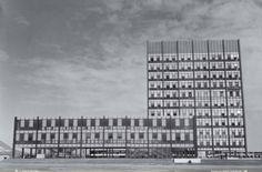 La evolución de la Torre es notoria. En esta fotografía se muestran los acabados arquitectónicos originales.