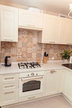 Granite Counters, Kitchen Decor, Kitchen Cabinets, Home Decor, Kitchen Small, Kitchens, Houses, Cuisine Design, Design Ideas