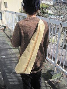 友人から依頼をうけデザインしたウクレレケースから思考錯誤をしこの形になりました。厚手の帆布を使用しシンプルなフォルムで極力楽器を意識させないようにしファスナー...|ハンドメイド、手作り、手仕事品の通販・販売・購入ならCreema。