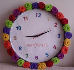Keçe ile saat süsleme.. Keçe ile gül nasıl yapılır: http://www.marifetane.com/2014/12/kece-gul-ile-saat-susleme.html