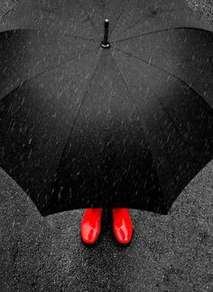 35 Trendy ideas for photography black and white rain color splash Color Splash, Color Pop, Black Splash, Walking In The Rain, Singing In The Rain, I Love Rain, Rain Photography, Rainy Day Photography, Contrast Photography