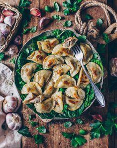 Rezept für vegane Piroggen (gefüllte Maultaschen/ Ravioli) mit einer Füllung aus Pilzen und Kartoffeln - super lecker und Original aus Omas polnischer Küche! ;-)