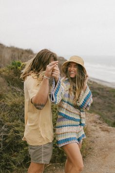 Obsessed with this sunrise couples shoot in southern california with bree and brock! Vintage beach photos, couples posing, fall transition outfits, surf couple, california style. Find more on the blog! Beba Vowels Socal Photographer Couple Posing, Couple Shoot, California Style, Southern California, Vintage Beach Photos, Fall Transition Outfits, Summer Time, Sunrise, Surfing